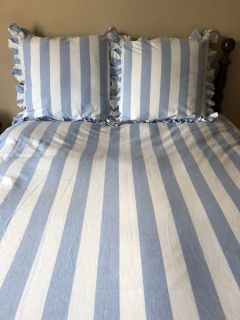 Williams Sonoma Bedding & sheet set