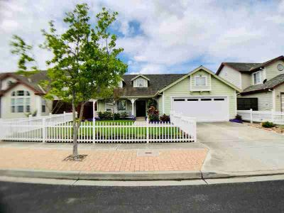 1136 Wellington CT SALINAS Three BR, IMMACULATE perfectly