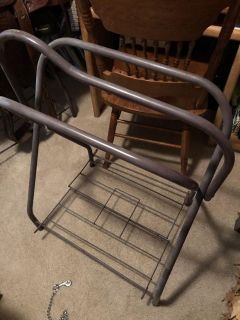 2 saddle stands