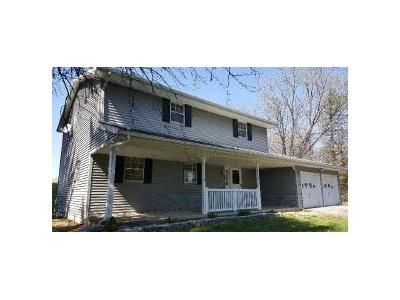 4 Bed 1.1 Bath Foreclosure Property in Coplay, PA 18037 - Old Post Rd