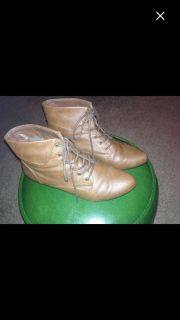 New w/ Box Peter Pan Style Ankle Boots! Size 9