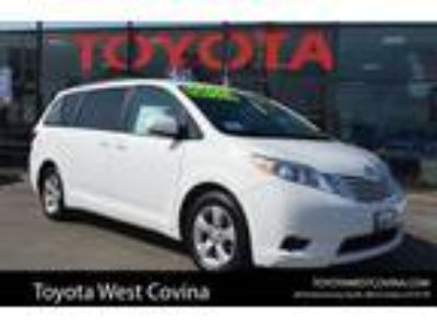 Used 2017 Toyota Sienna Super White, 46.2K miles