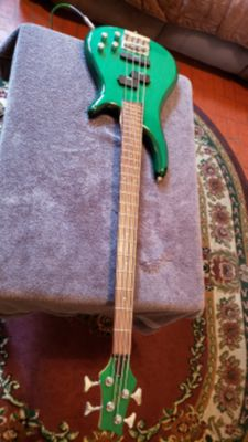 KEN ROSE GUITAR BASS 4 STRINGS MADE IN MUNCHEN GERMANY IN GREEN OLIVE COLOR