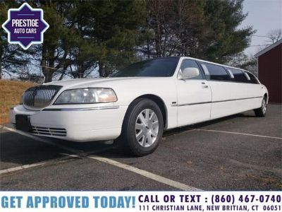 2003 Lincoln Town Car Executive Limosine (White)