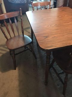 Dining room table / 4 chairs