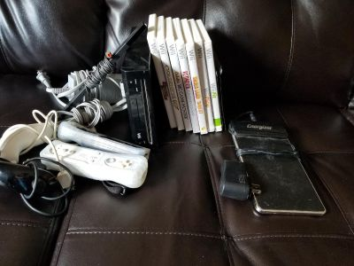 Wii gaming lot #2 with 11 games