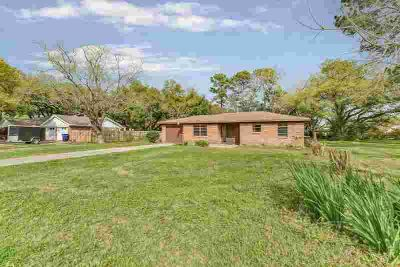 314 S East Road Texas City Three BR, Sweet home on large lot with