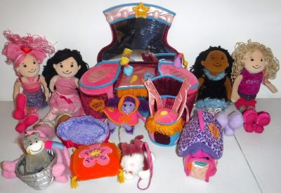 Groovy Girls Vanity ~ Dog House & bed ~ 3 Dogs ~ Cat ~4 Dolls