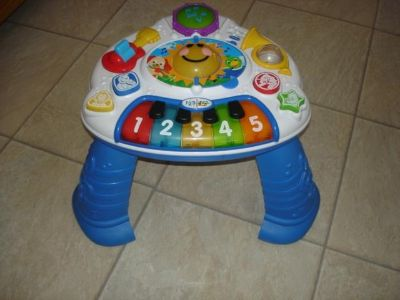 Baby Einstein disscovering music activity table
