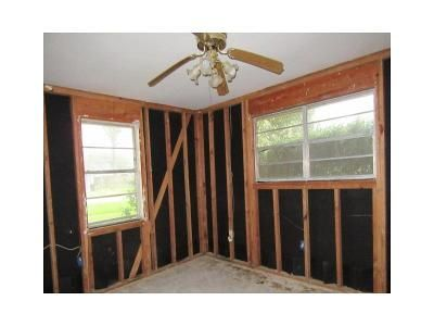 3 Bed 1.5 Bath Foreclosure Property in Baton Rouge, LA 70819 - Fontainbleau Dr