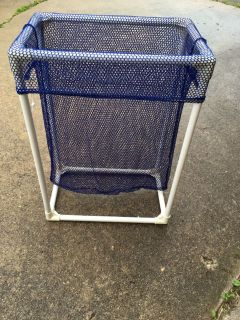 Laundry basket with removable bag