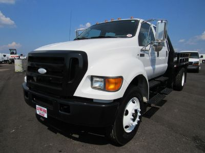 2007 Ford F-750 FLATBED (White)