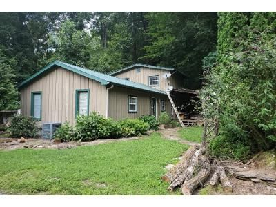 3 Bed 2.5 Bath Foreclosure Property in Clayton, GA 30525 - Highway 76 E