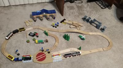 95 piece wood train track and station