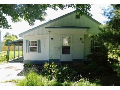 2 Bed 1 Bath Foreclosure Property in Saint Albans, VT 05478 - Adams St