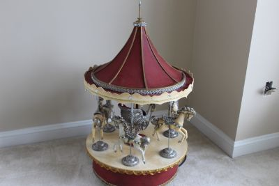 Sights&Sounds automatic Wood Carousel