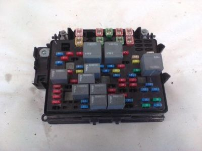 Sell CHEVROLET SILVERADO 1500 UNDER HOOD Fuse Box 2003 2004 2005 15201928 motorcycle in Eagle River, Wisconsin, United States, for US $65.00