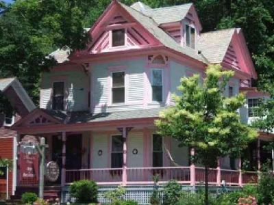 $289,000 BEAUTIFUL VICTORIAN BED AND BREAKFAST (CHARLEMONT MA.) $289000 6bd 3500sqft