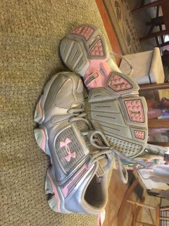 Under armor sneakers size 9.5