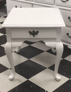 Broyhill End Table w/Drawer