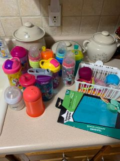 Mixed baby/toddler lot -feeding/drinks/bottles