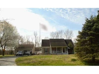 3 Bed 2.5 Bath Foreclosure Property in Selbyville, DE 19975 - Tree Top Ln