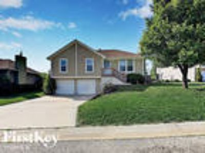 1216 Ponca Drive Independence, MO 64056 - 3/2 1534 sqft