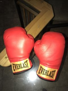 Kid's play boxing gloves