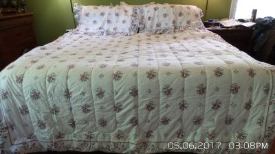 DOUBLE/FULL BEDSPREAD, 2 SHAMS COVER AND SHEET SETS W/2 STANDARD PILLOWS