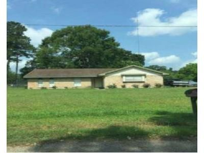 3 Bed 2 Bath Foreclosure Property in Splendora, TX 77372 - County Road 3664