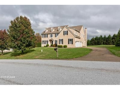 4 Bed 3.5 Bath Foreclosure Property in Lincoln University, PA 19352 - Hollow Rock