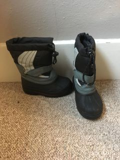 Snow boots size 9