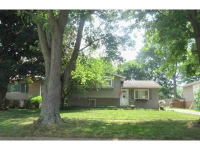 3 Bed 1.5 Bath Foreclosure Property in Elyria, OH 44035 - Pinewood Dr