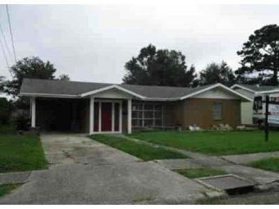 4 Bed 2.5 Bath Foreclosure Property in New Iberia, LA 70563 - Mcilhenny St
