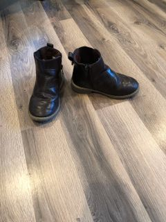 Size 10 brown boots