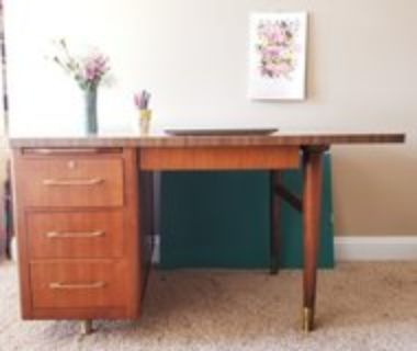 Mid-century wood desk/office desk, 4 drawers, pull-out tray, brass legs and hardware