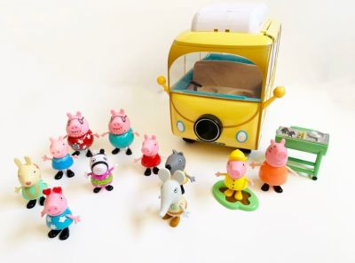 Peppa Pig Camper and Mixed Figures Playset