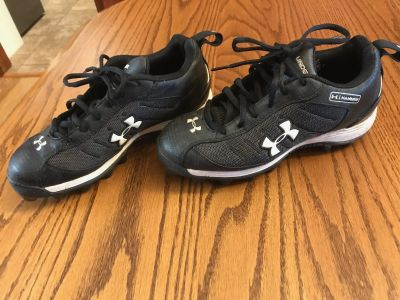 Boys football cleats (youth size 5)