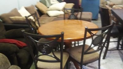 Round Wood dining room set with 4 chairs delivery available