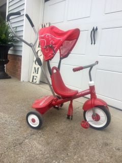 RADIO FLYER STROLL & TRIKE handle and canopy removes for regular trike.