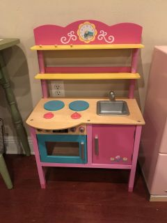 Play circle little chefs wooden kitchen excellent like new condition!!! Item is a flash sale