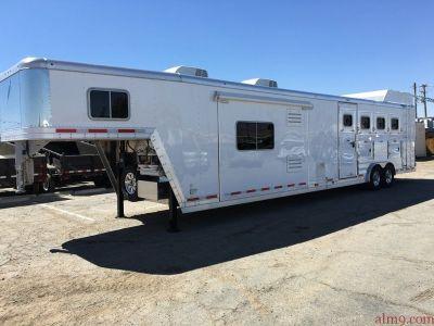 Living Quarter Horse Trailer, Featherlite Trailers 9821-417B