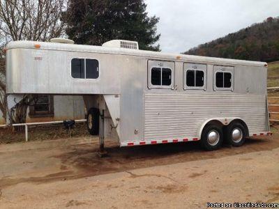 1995 Sooner 3 horse trailer living quarters