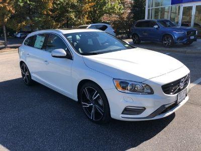 2017 Volvo V60 T6 R-Design Platinum (White Pearl)