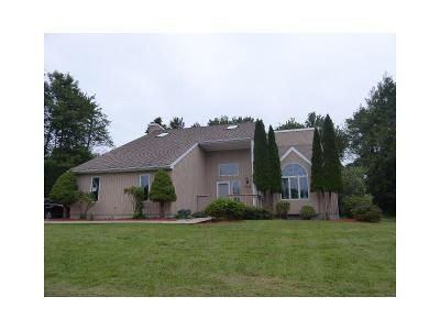 3 Bed 3 Bath Foreclosure Property in Thomaston, CT 06787 - Valley View Rd