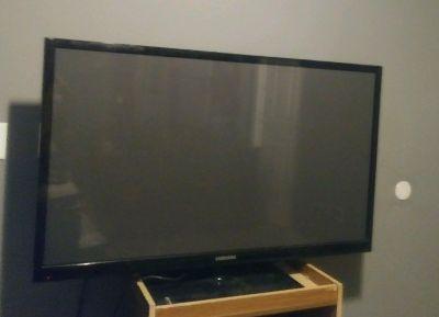 60 inch flat screen.....vizio...needs remote