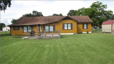 Beautiful 3 Bedroom Home Available for Rent in Bridge City, TX!