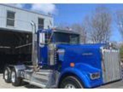 2016 Kenworth 900L Truck in Millville, MA