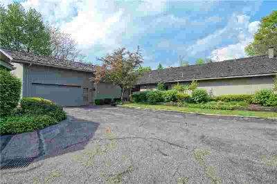 401 Knollwood Dr 21 Aurora Three BR, Welcome to this well