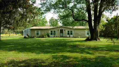 2201 W County Road 900 N Muncie, Country living in this 1981